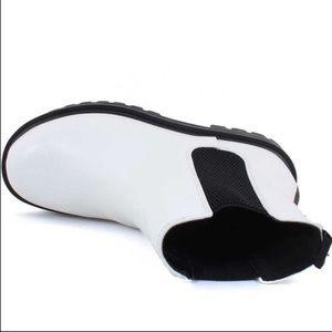 Soda Pilot White Black Pull-On Lug Sole Moto Boots
